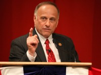 Rep. Steve King (R-IA) today announced he has introduced the Defund Executive Amnesty Act, which will defund all executive action related to President Obama's plan to end deportation of illegals in the U.S.