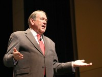 Huckabee says Confederate flag issue is up to the people of South Carolina