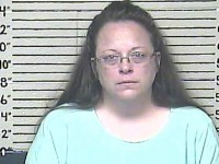 Huckabee, Cruz react to Kentucky clerk's jailing