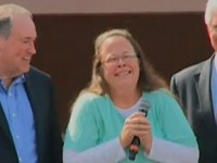 Huckabee escorts Kim Davis from jail; blocks Cruz from press