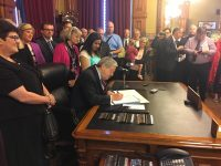 Governor Branstad signs bill banning abortions after 20 weeks